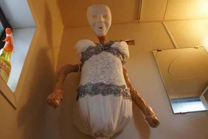Ντροπαλός Ασιάτης ήθελε να κάνει μπάνιο με μια κοπέλα κι έτσι κατέφυγε σε μια περίεργη λύση (7)