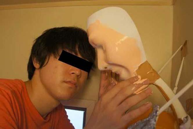 Ντροπαλός Ασιάτης ήθελε να κάνει μπάνιο με μια κοπέλα κι έτσι κατέφυγε σε μια περίεργη λύση (8)
