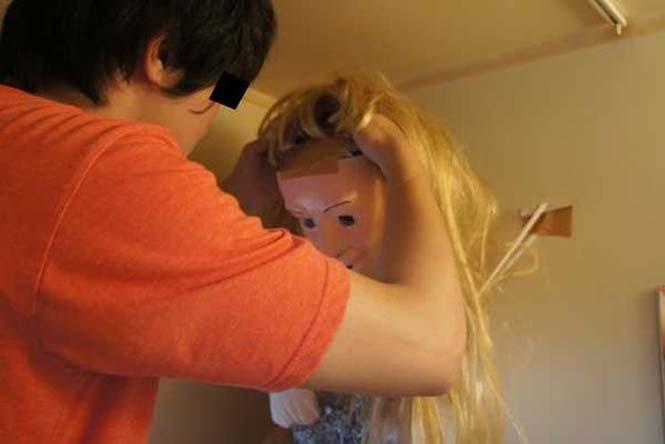 Ντροπαλός Ασιάτης ήθελε να κάνει μπάνιο με μια κοπέλα κι έτσι κατέφυγε σε μια περίεργη λύση (11)