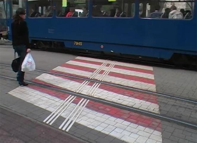 Παλέτα με ρόδες στις γραμμές του τραμ