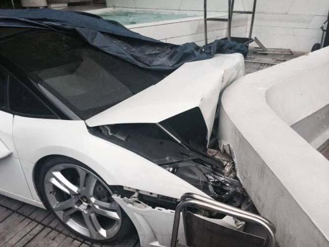Παρκαδόρος ξενοδοχείου κατέστρεψε μια Lamborghini (2)