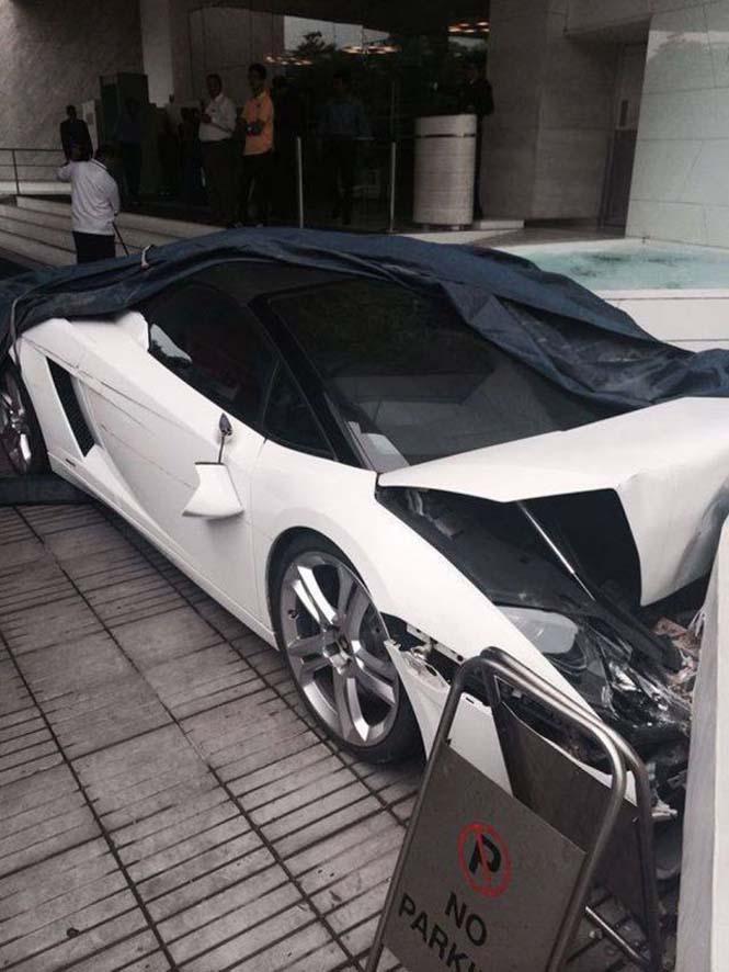 Παρκαδόρος ξενοδοχείου κατέστρεψε μια Lamborghini (3)