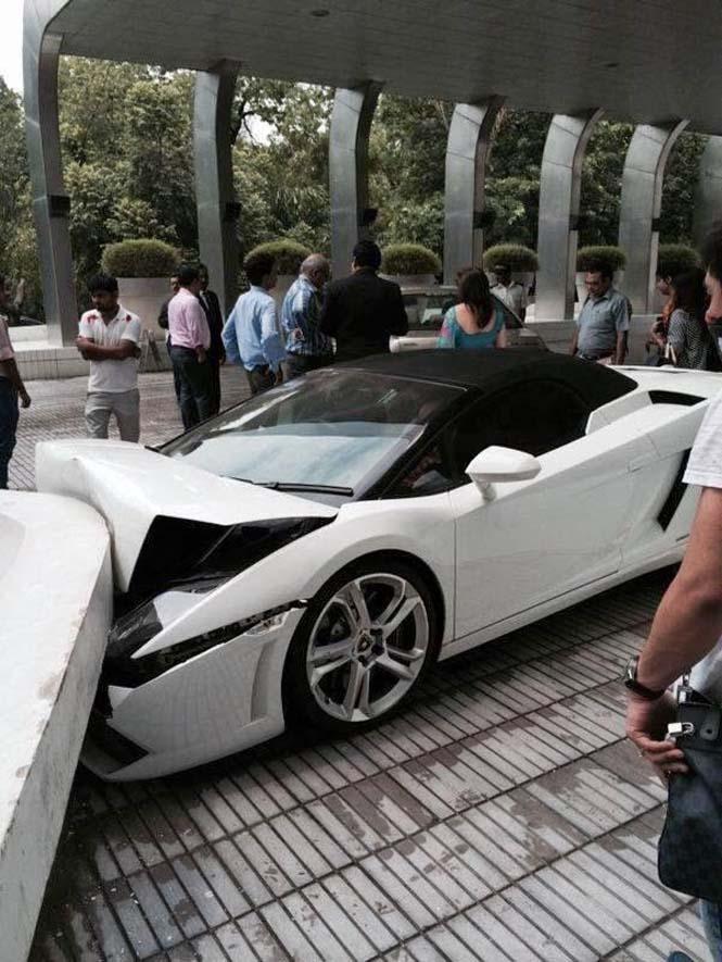 Παρκαδόρος ξενοδοχείου κατέστρεψε μια Lamborghini (5)