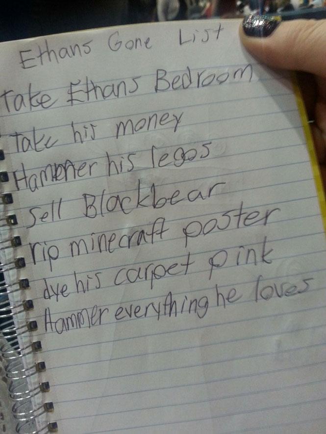 Η λίστα της «κακιάς» μικρής αδερφής | Φωτογραφία της ημέρας