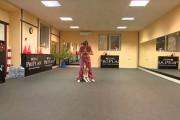 Pitbull χορεύει οριεντάλ με την ιδιοκτήτρια του