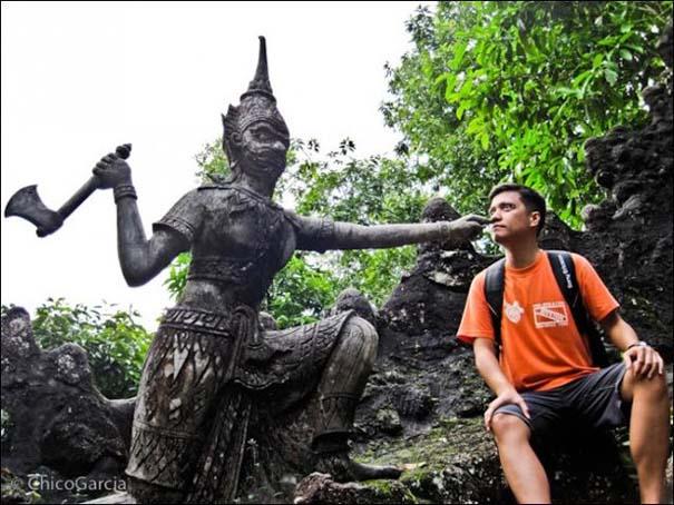 Ποζάροντας με αγάλματα (14)