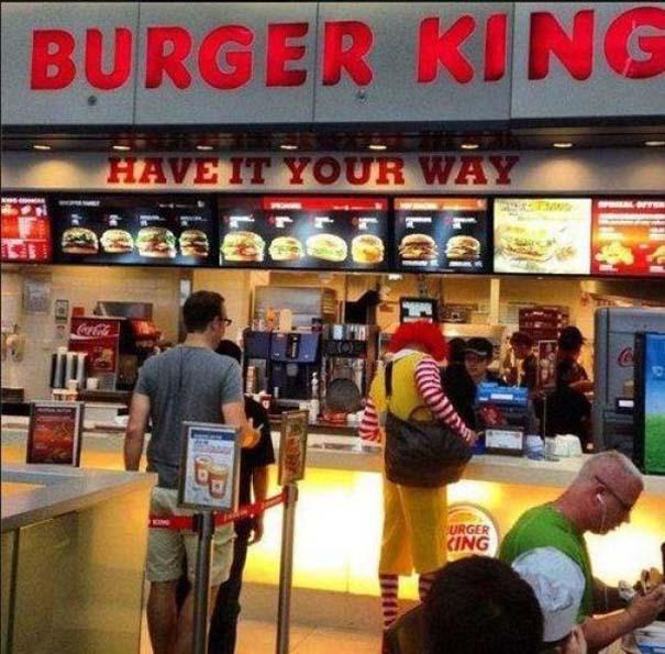 Πράγματα που δεν περιμένεις να δεις σε ένα Fast Food (7)
