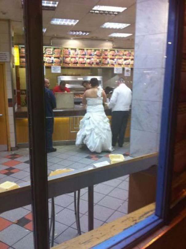 Πράγματα που δεν περιμένεις να δεις σε ένα Fast Food (24)