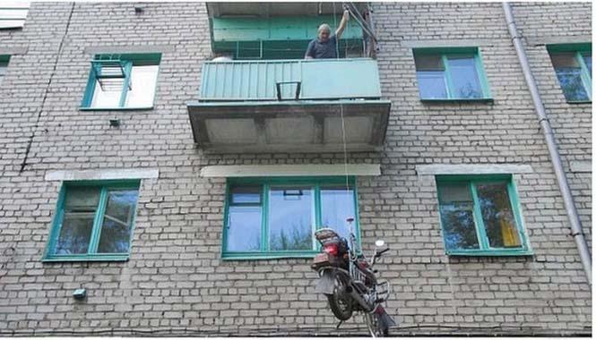 Πως να παρκάρεις την μοτοσυκλέτα σου στο μπαλκόνι (2)