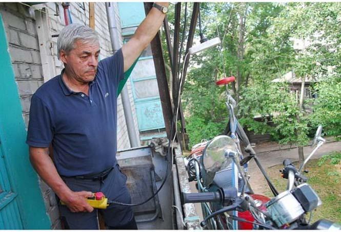 Πως να παρκάρεις την μοτοσυκλέτα σου στο μπαλκόνι (4)
