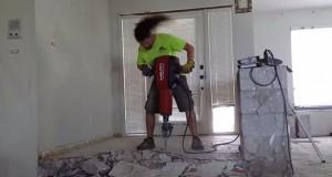 Πως χτίζει το σπίτι του ένας χεβιμεταλάς; (Video)