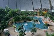 Μια βόλτα σε ένα απίθανο εσωτερικό Water Park 66.000 τετραγωνικών μέτρων