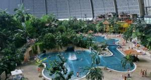 Μια βόλτα σε ένα απίθανο εσωτερικό Water Park 66.000 τετραγωνικών μέτρων (Video)