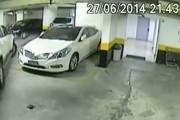 Αγανακτισμένος οδηγός «δημιουργεί» τη δική του θέση παρκαρίσματος