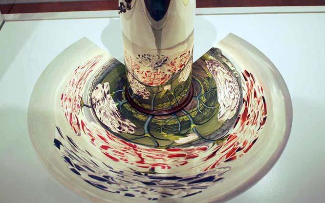 Έργα τέχνης που είναι ορατά μόνο με τη βοήθεια ενός κυλινδρικού καθρέπτη (1)