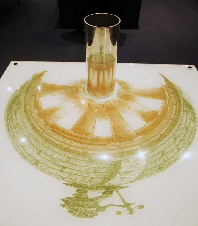 Έργα τέχνης που είναι ορατά μόνο με τη βοήθεια ενός κυλινδρικού καθρέπτη (4)