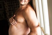 Η γυναίκα του αρνήθηκε να φωτογραφηθεί στην εγκυμοσύνη κι έτσι πόζαρε ο ίδιος (1)