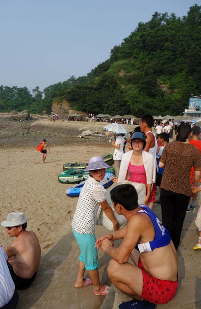 Μια μέρα σε παραλία της Βόρειας Κορέας (2)