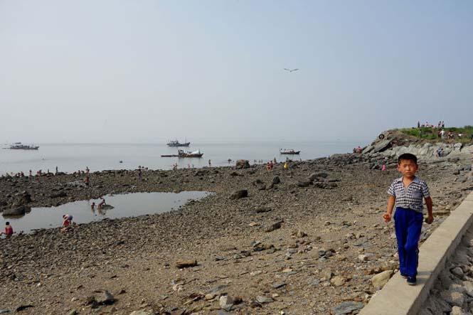 Μια μέρα σε παραλία της Βόρειας Κορέας (23)