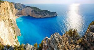 Μερικές από τις ωραιότερες παραλίες στην Ελλάδα (Video)