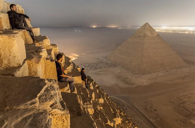 Απολαμβάνοντας την μαγευτική θέα πάνω στην Πυραμίδα | Φωτογραφία της ημέρας