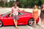 Πως αντιδρούν οι άνδρες στη θέα δυο γυναικών με Ferrari;