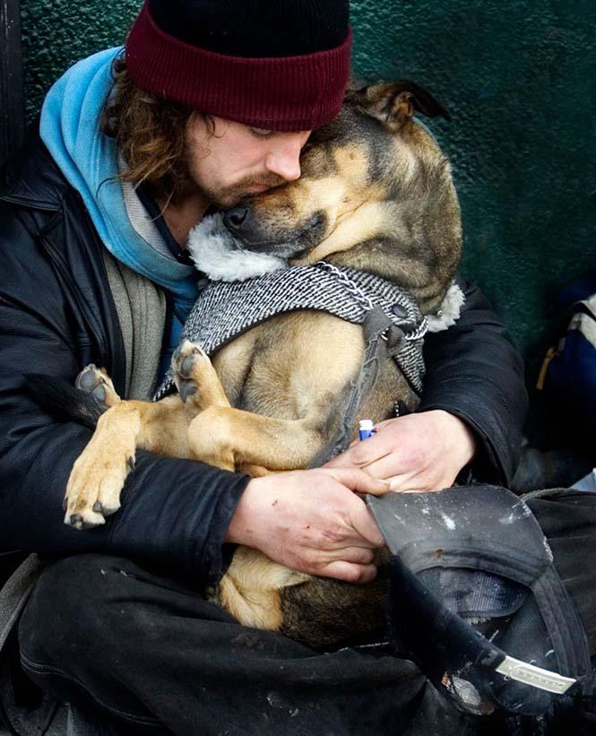 Σκύλοι με άστεγους ιδιοκτήτες (4)