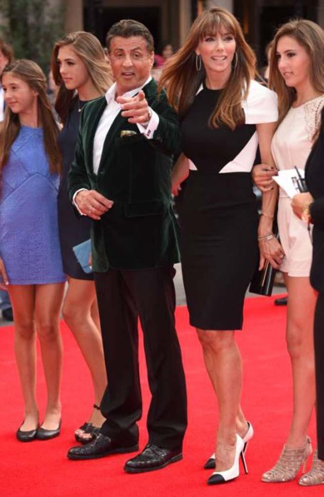 Ο Sylvester Stallone ποζάρει με την οικογένεια του (5)