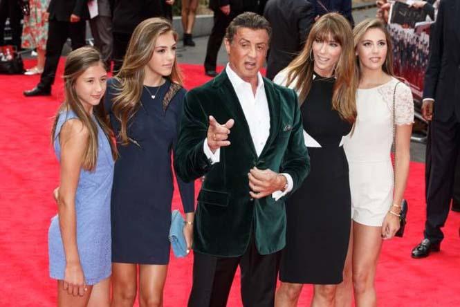Ο Sylvester Stallone ποζάρει με την οικογένεια του (9)