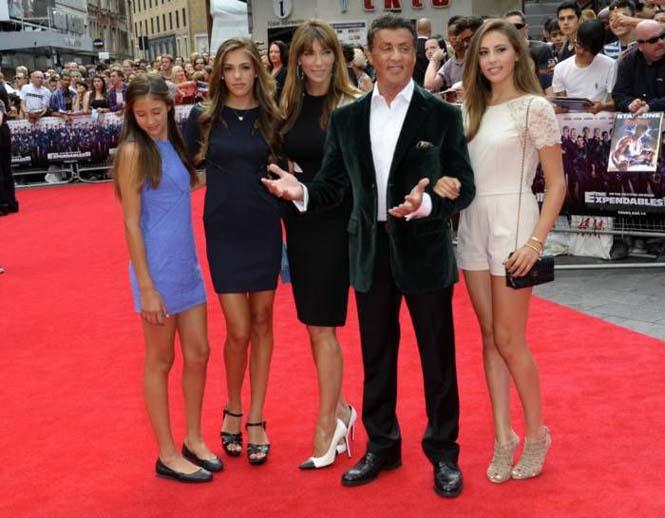 Ο Sylvester Stallone ποζάρει με την οικογένεια του (10)