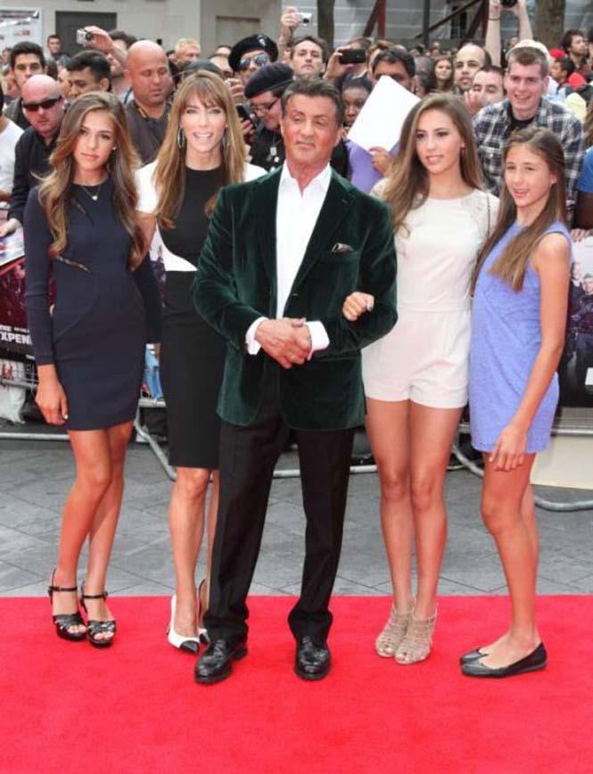 Ο Sylvester Stallone ποζάρει με την οικογένεια του (11)