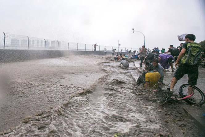 Τεράστιο παλιρροιακό κύμα στην Κίνα (5)