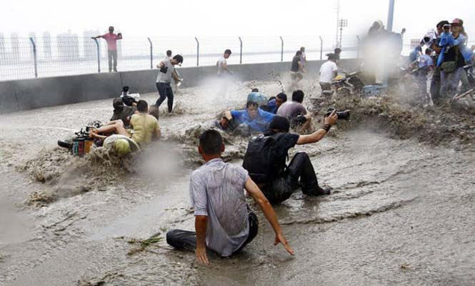 Τεράστιο παλιρροιακό κύμα στην Κίνα (8)