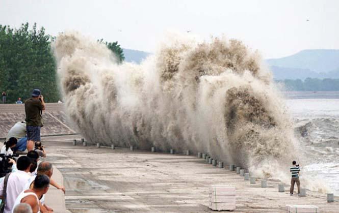 Τεράστιο παλιρροιακό κύμα στην Κίνα (13)