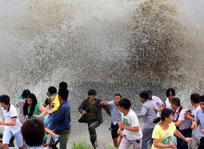 Τεράστιο παλιρροιακό κύμα στην Κίνα (15)