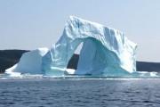 Τουρίστες κατέγραψαν την κατάρρευση ενός παγόβουνου που κόβει την ανάσα