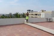 Βουτιά σε πισίνα από την ταράτσα 5όροφου κτηρίου