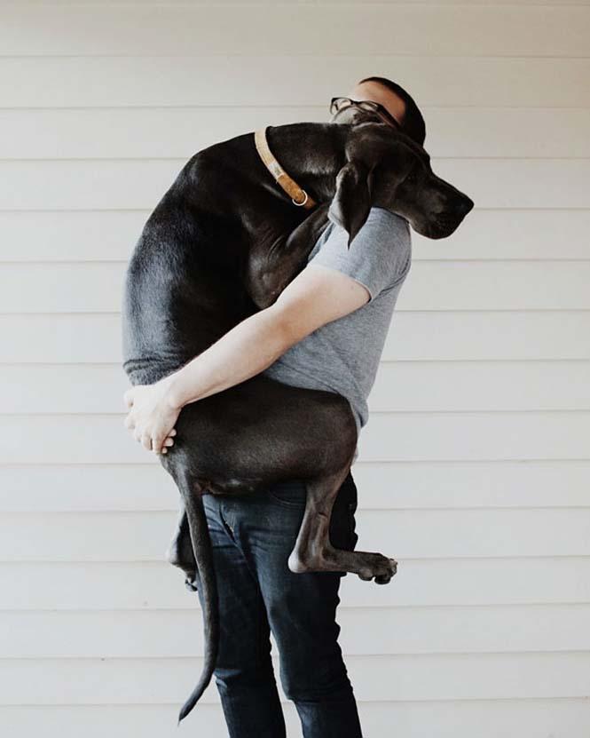 Υπέροχες φωτογραφίες σκύλων που αγκαλιάζουν τον άνθρωπο τους (5)