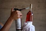 10 τρόποι για να ανοίξεις ένα μπουκάλι κρασί