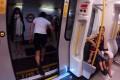 Νεαρός έτρεξε από τον ένα σταθμό του Μετρό στον επόμενο, προλαβαίνοντας τον ίδιο συρμό! (Video)