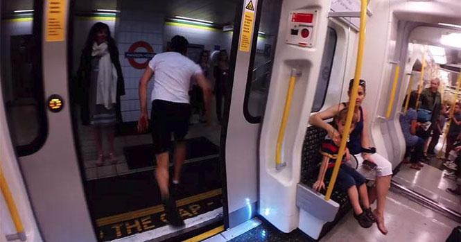 Άνθρωπος κόντρα σε συρμό του Μετρό