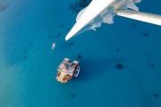 Εκπληκτικό πλωτό μπαρ στις ακτές των νησιών Φίτζι (1)
