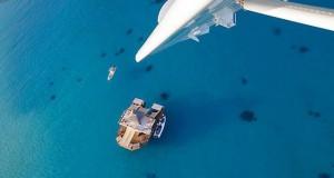 Εκπληκτικό πλωτό μπαρ στις ακτές των νησιών Φίτζι