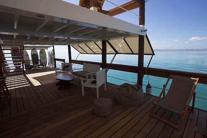 Εκπληκτικό πλωτό μπαρ στις ακτές των νησιών Φίτζι (5)