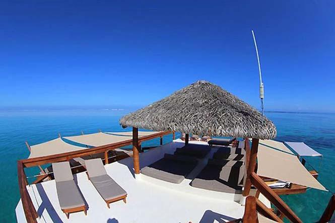 Εκπληκτικό πλωτό μπαρ στις ακτές των νησιών Φίτζι (10)