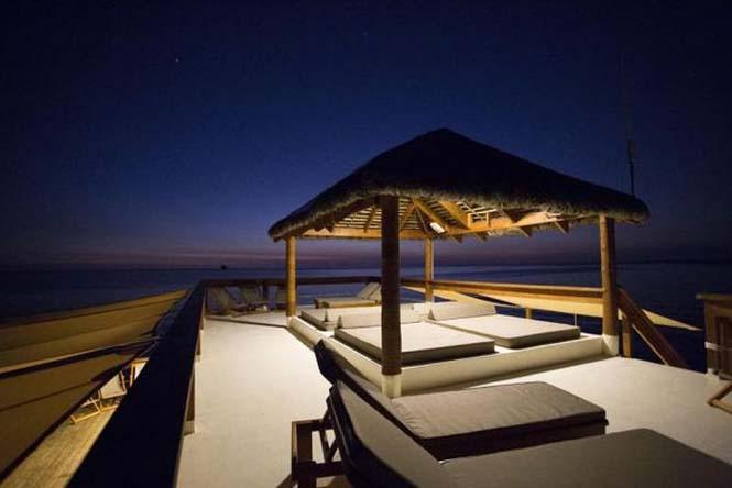 Εκπληκτικό πλωτό μπαρ στις ακτές των νησιών Φίτζι (12)