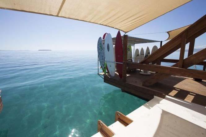 Εκπληκτικό πλωτό μπαρ στις ακτές των νησιών Φίτζι (14)