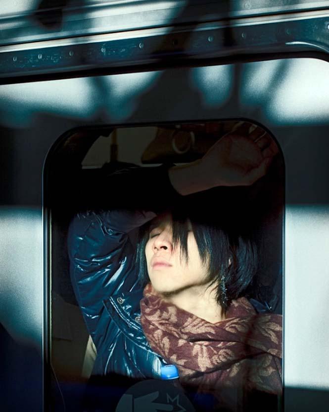 Εν τω μεταξύ, στο μετρό του Τόκιο... (4)