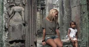 Δείτε πως μια 25χρονη φοιτήτρια προσποιήθηκε ολόκληρο ταξίδι διακοπών στην Ασία