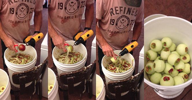 Καθαρίζοντας μήλα με τη βοήθεια ενός τρυπανιού
